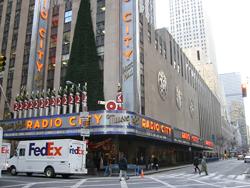 Самый большой кинотеатр в мире. Radio City Music Hall. Нью-Йорк. США.
